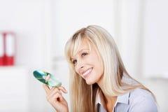 Frau mit CD Lizenzfreies Stockbild