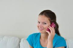 Frau mit celphone Lizenzfreies Stockfoto