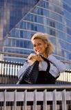 Frau mit Chihuahua Stockfoto