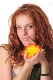 Frau mit Chrysantheme Lizenzfreie Stockbilder