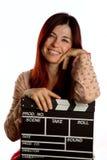 Frau mit clapperboard lizenzfreie stockfotografie