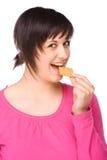 Frau mit Cracker Stockbild