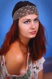Frau mit Dekoration auf seinem Kopf Lizenzfreie Stockfotografie