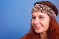 Frau mit Dekoration auf seinem Kopf Stockfotografie