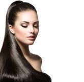 Frau mit dem braunen glatten Haar Stockfotografie