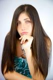 Frau mit dem erstaunlichen seidigen schönen langen Haarschauen Stockbilder