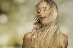 Frau mit dem Fliegenhaar Stockfotos