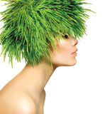 Frau mit dem grünes Gras-Haar Lizenzfreie Stockbilder