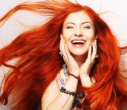 Frau mit dem lang flüssigen roten Haar Stockbild