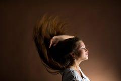 Frau mit dem langen braunen Haar Lizenzfreies Stockbild