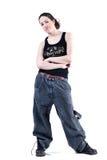Frau mit dem langen lockigen Haar in der sackartigen Kleidung Stockfotografie