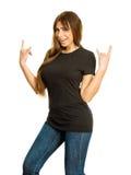 Frau mit dem leeren schwarzen Hemd, das Teufelhornhände herstellt Lizenzfreies Stockfoto