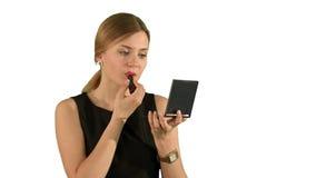 Frau mit dem Lippenstiftmake-up, das in sich schaut stock footage