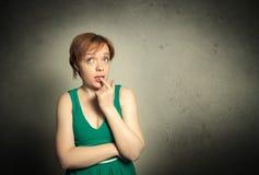 Frau mit dem lustigen Ausdruck Stockfotografie