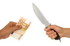 Frau mit dem Messer, das einen Mann bedroht Lizenzfreie Stockfotos