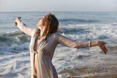 Frau mit dem nassen Haar Lizenzfreies Stockbild