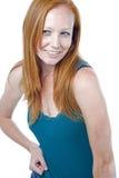 Frau mit dem roten Haar auf weißem Hintergrund Lizenzfreie Stockfotografie