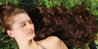 Frau mit dem sehr langen Haar Stockfoto