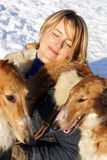 Frau mit dem Thoroughbred Borzoihund Lizenzfreie Stockfotos