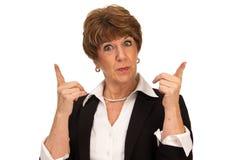 Frau mit den Fingern angehoben Lizenzfreies Stockfoto