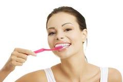 Frau mit den großen Zähnen, die Zahnbürste anhalten Stockfotografie