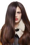 Frau mit den langen braunen Haaren Stockfotos