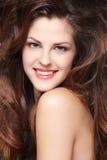 Frau mit den langen braunen Haaren Lizenzfreie Stockfotografie