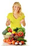 Frau mit den Lebensmittelgeschäften getrennt auf Weiß Lizenzfreie Stockfotografie