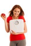 Frau mit der Skala glücklich mit ihrem Gewicht lokalisiert über weißem backg Lizenzfreies Stockfoto