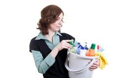 Frau mit der Wanne voll vom Reinigungspuder Lizenzfreie Stockfotografie