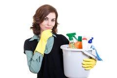 Frau mit der Wanne voll vom Reinigungspuder Stockfoto