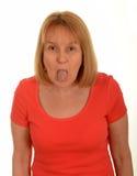 Frau mit der Zunge heraus lizenzfreies stockfoto
