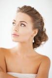 Frau mit Diamantohrringen Lizenzfreies Stockbild