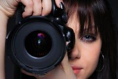 Frau mit DSLR Lizenzfreie Stockfotografie