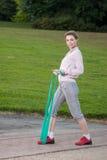 Frau mit Eignungbrücke Stockfotografie