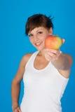 Frau mit einem Apfel Stockfoto
