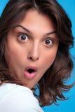 Frau mit einem entsetzten Ausdruck Stockbild