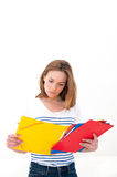Frau mit einem Faltblatt stockfoto