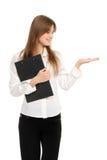Frau mit einem Faltblattholding-Handdarstellen Stockbild