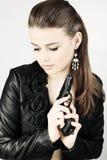 Frau mit einem Gewehr lizenzfreie stockbilder