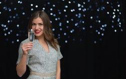 Frau mit einem Glas von Champagne Lizenzfreie Stockfotografie
