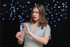 Frau mit einem Glas von Champagne Lizenzfreie Stockbilder