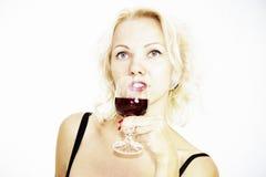 Frau mit einem Glas Wein Stockfoto