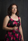 Frau mit einem Glas Wein Stockfotos