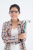 Frau mit einem Hammer Stockbild