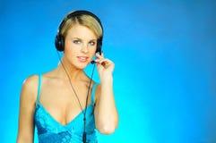 Frau mit einem Kopfhörer stockbilder