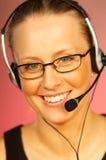 Frau mit einem Kopfhörer Stockfoto