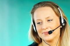 Frau mit einem Kopfhörer Stockbild