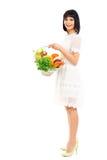 Frau mit einem Korb des Einkaufs Lizenzfreies Stockfoto