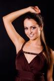 Frau mit einem langen schönen Haar Stockfotografie